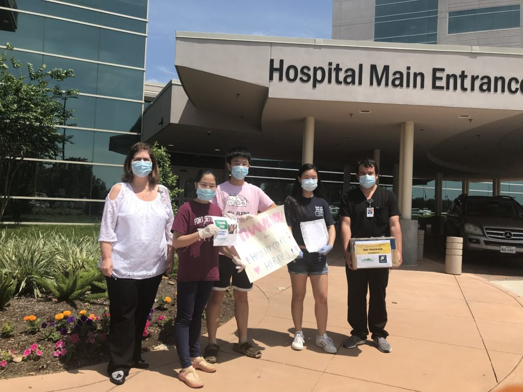 Rich Sage Stephanie Donating at Memorial Hermann hospital 04-2020
